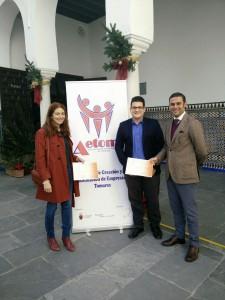 Ramón Alberca, CEO de Deimos Estadística con Laura Martínez (Yoga Garden House) y Andrés Jiménez (EcoLonja) ganadores de los estudios de Mercado de Deimos