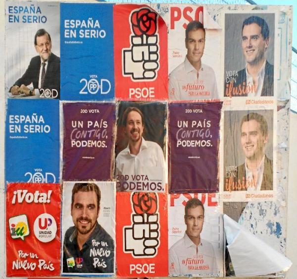 156330_96365_Carteles-electorales-pegados-en-Carboneras_G